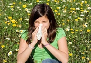 Woman with pollen allergy